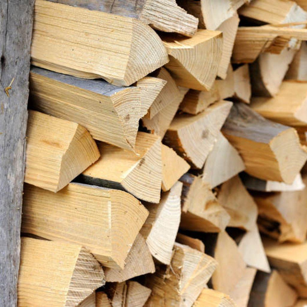 drewno kominkowe na palecie